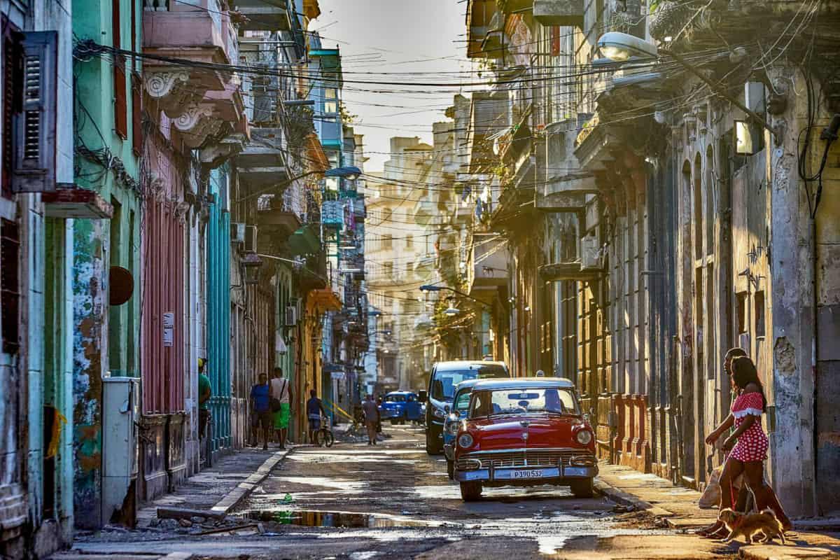 Karipske destinacije - Ulica u Havani na Kubi.
